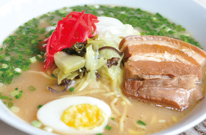 ボリューム満点の角煮白湯らーめん(RM19.90)。プルプルでやわらかい豚角煮は、大根おろしと一緒に煮るのがポイント