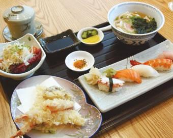 寿司と天ぷらうどんセット(RM45++)旬のネタがいただけて、お得感のあるセット