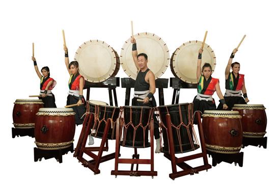 和太鼓翔の主力メンバー。中央が代表の中西隆幸さん。