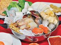 基本セット×2に、好きな野菜や海鮮を追加すれば、男性3人でも大満足できるボリューム。