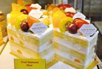 フルーツやフレッシュなクリームを使ったケーキもおいしい。