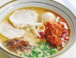 激辛肉碎拉麺(RM17.90)。風味豊かな肉味噌でスープがさらに濃厚に。味玉も絶品!