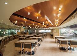 新店舗は日本のデザイン事務所KAMITOPEN( カミ トペン) が手がけており、心地よくておしゃれ。日本のカフェそのまんまの雰囲気です。