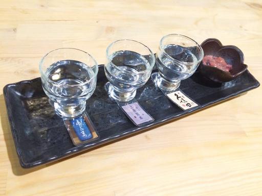 3種の日本酒が楽しめる唎き酒セット (RM25。小鉢付き)