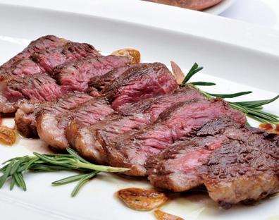 和牛のステーキは塩コショウだけで十分においしい。